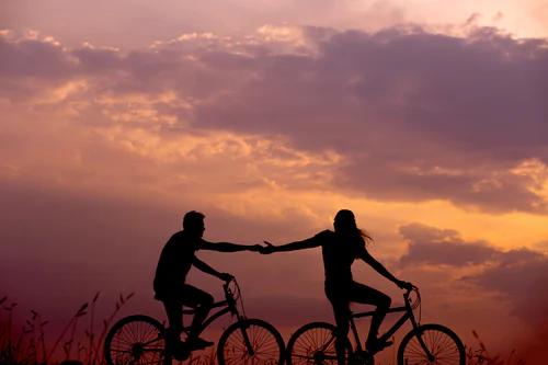 couple on bikes
